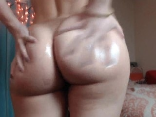 Chica de gran trasero lista para masturbarse